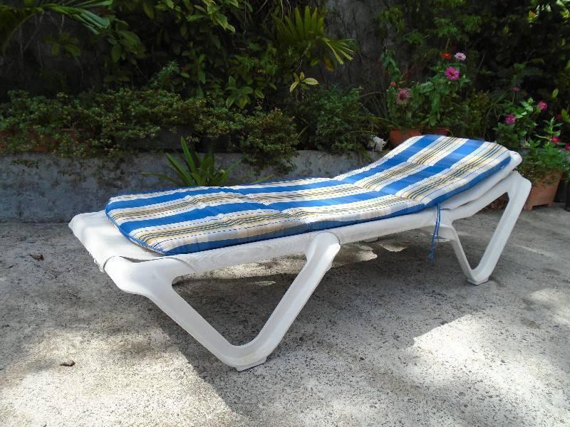 Chaise longue et coussin annonce mobilier et for Recherche chaise longue