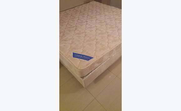 new sommier king size annonce meubles et d coration philipsburg sint maarten. Black Bedroom Furniture Sets. Home Design Ideas