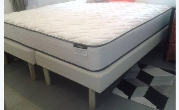 lit king size annonce meubles et d coration saint louis saint martin. Black Bedroom Furniture Sets. Home Design Ideas
