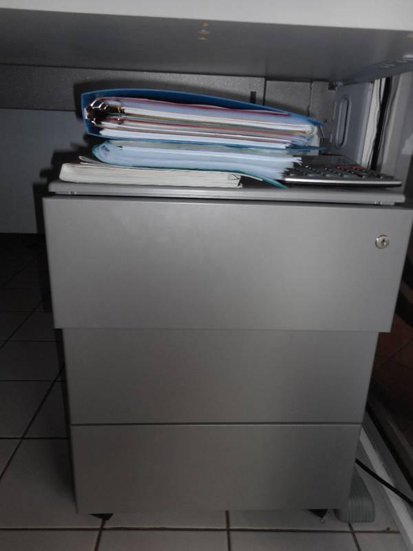 Caisson de bureau en bois avec roulettes annonce petit - Caisson de bureau en bois ...