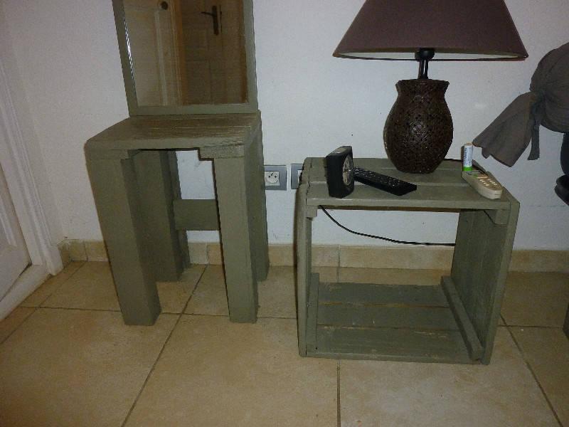 lot miroir tabouret table de nuit meuble tele annonce meubles et d coration parc de la baie. Black Bedroom Furniture Sets. Home Design Ideas