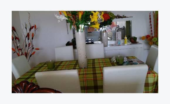 Table 6 chaise buffet miroir annonce meubles et for Meuble aubaine trois rivieres