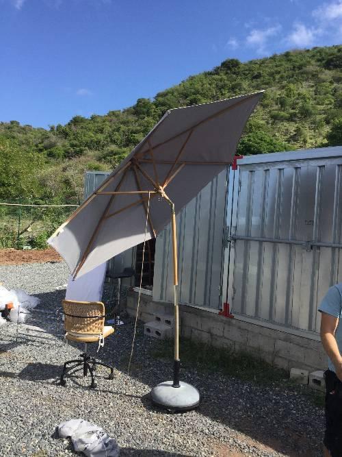 Parasol pieds annonce mobilier et quipement d for Equipement exterieur