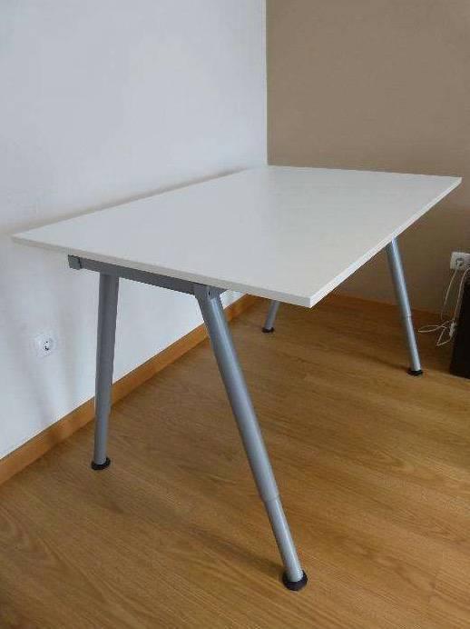 Bureau ikea thyge en parfait tat annonce meubles et for Pieds de bureau ikea
