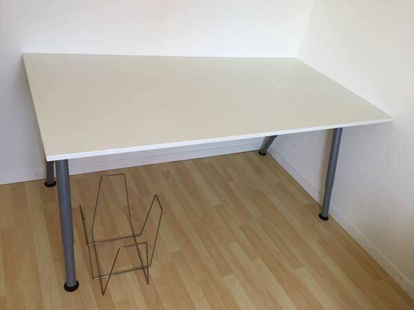 Bureau ikea thyge in perfect condition furniture and decoration