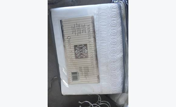 Ensemble drap lit queen classified ad household linens for Drap housse in english