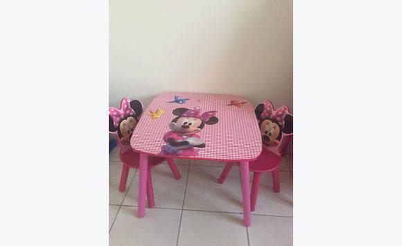table et chaises minnie annonce meubles et d coration le marigot martinique. Black Bedroom Furniture Sets. Home Design Ideas