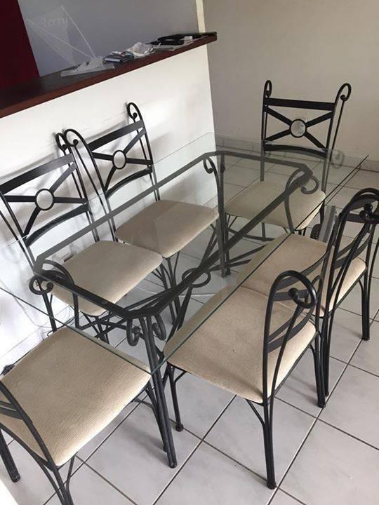 table en fer forg dessus en verre et ses 6 chaises. Black Bedroom Furniture Sets. Home Design Ideas