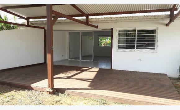 villa t4 avec grande terrasse couverte et jardin annonce locations maison r mire montjoly guyane. Black Bedroom Furniture Sets. Home Design Ideas
