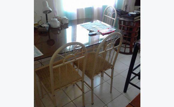 Table et chaises gratuit annonce meubles et d coration for Annonce meuble gratuit
