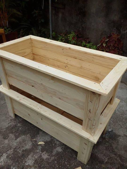 des bac a fleurs en bois palette recycl annonce. Black Bedroom Furniture Sets. Home Design Ideas