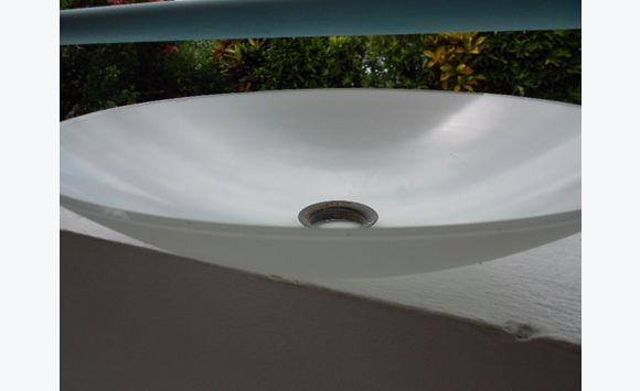 vasque en verre tremp luminaires martinique. Black Bedroom Furniture Sets. Home Design Ideas