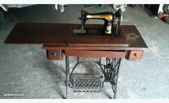 Machine sewing singer