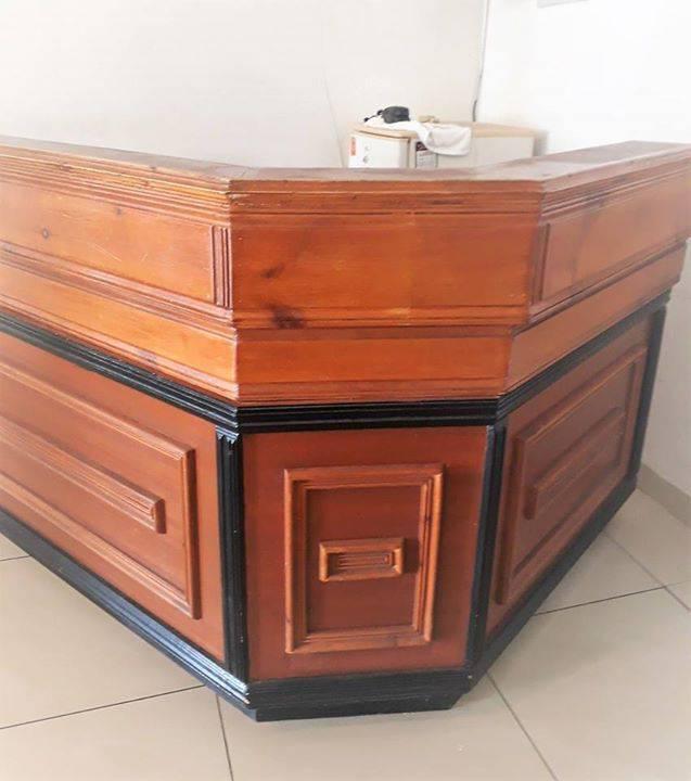 Kapsalon meubilair advertentie meubels decoratie for Meubilair engels