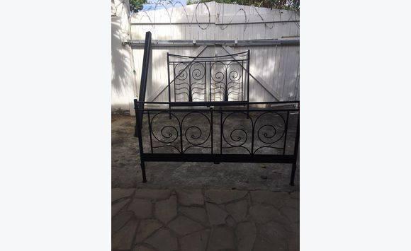 contour lit fer forg noir meubles et d coration saint martin cyphoma. Black Bedroom Furniture Sets. Home Design Ideas