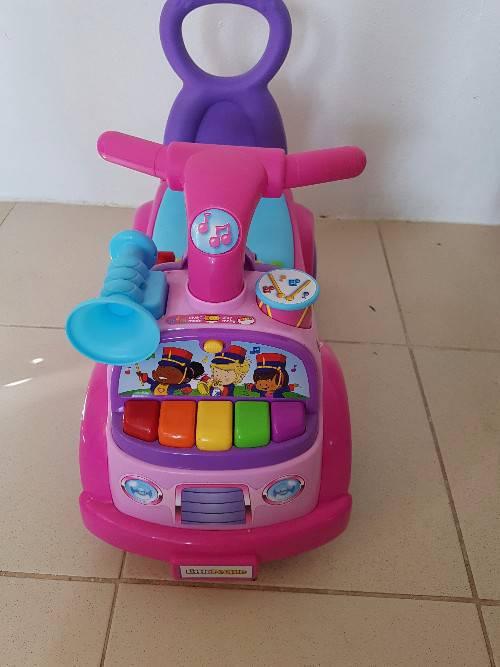 jouet voiture pour enfant annonce jeux jouets cul de sac saint martin. Black Bedroom Furniture Sets. Home Design Ideas