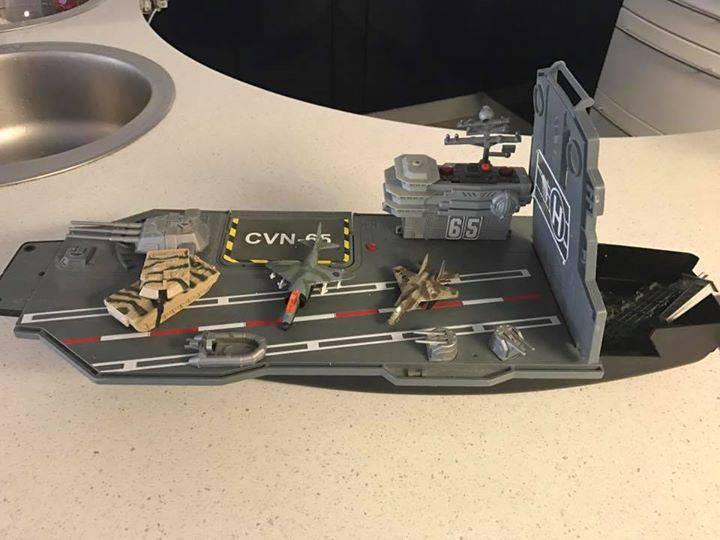 porte avion militaire avec accessoires annonce jeux jouets gustavia saint barth lemy. Black Bedroom Furniture Sets. Home Design Ideas