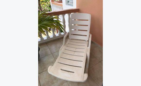 Chaise longue de patio annonce mobilier et quipement for Recherche chaise longue