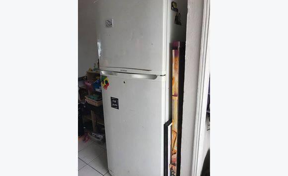 refrigerateur freezer annonce lectrom nager sint maarten. Black Bedroom Furniture Sets. Home Design Ideas
