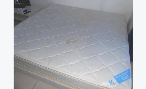 matelas sommier 200x200 annonce meubles et d coration cul de sac saint martin cyphoma. Black Bedroom Furniture Sets. Home Design Ideas