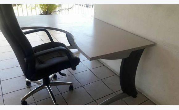 Ensemble bureau annonce meubles et d coration le for Ensemble meuble bureau