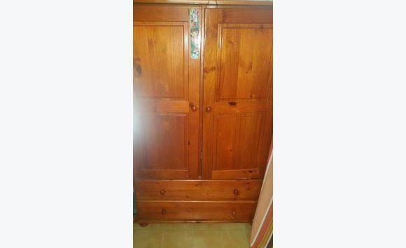 petite armoire de rangement annonce meubles et. Black Bedroom Furniture Sets. Home Design Ideas