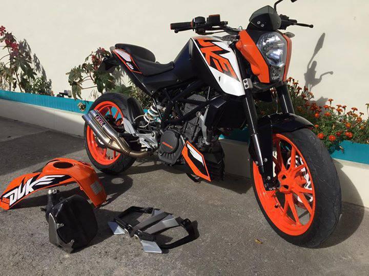 moto ktm duke annonce motos scooter quad saint martin. Black Bedroom Furniture Sets. Home Design Ideas