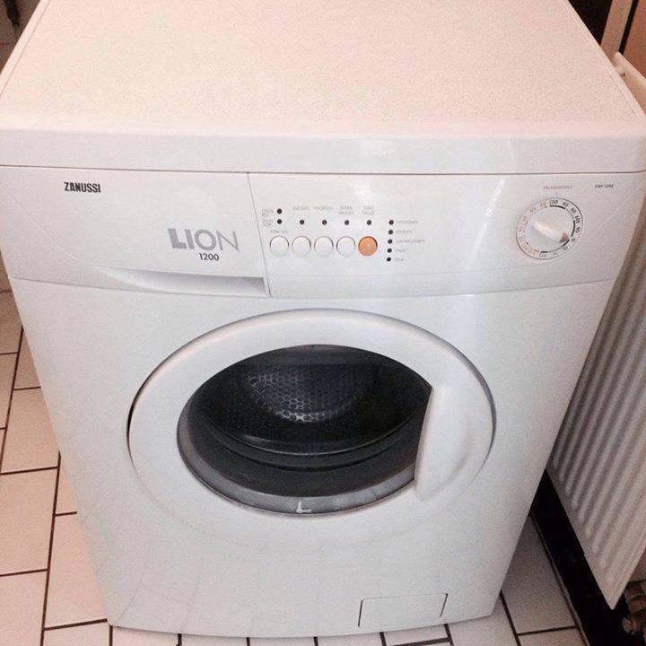 machine laver compacte zanussi lion 1200. Black Bedroom Furniture Sets. Home Design Ideas