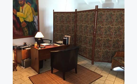 bureau de travail annonce meubles et d coration grand case saint martin. Black Bedroom Furniture Sets. Home Design Ideas