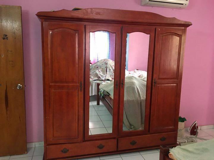 armoire bois massif annonce meubles et d coration sint. Black Bedroom Furniture Sets. Home Design Ideas
