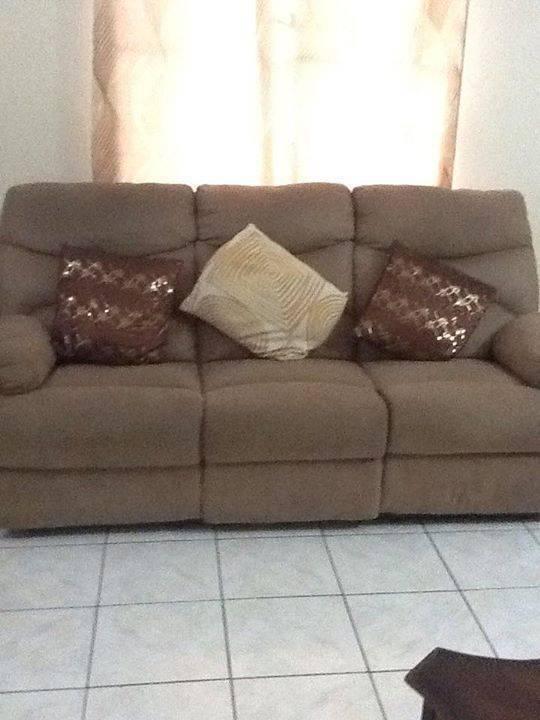3 pi ces canap sertie de repose jambes annonce meubles et d coration sint maarten. Black Bedroom Furniture Sets. Home Design Ideas