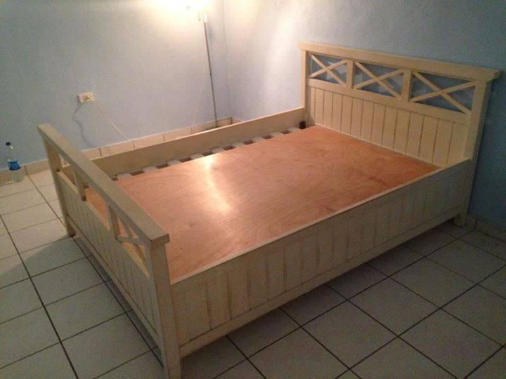 lit queen size annonce meubles et d coration philipsburg sint maarten. Black Bedroom Furniture Sets. Home Design Ideas