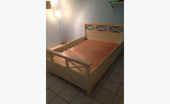 Queensize bed advertentie meubels decoratie philipsburg sint maarten - Decoratie bed ...
