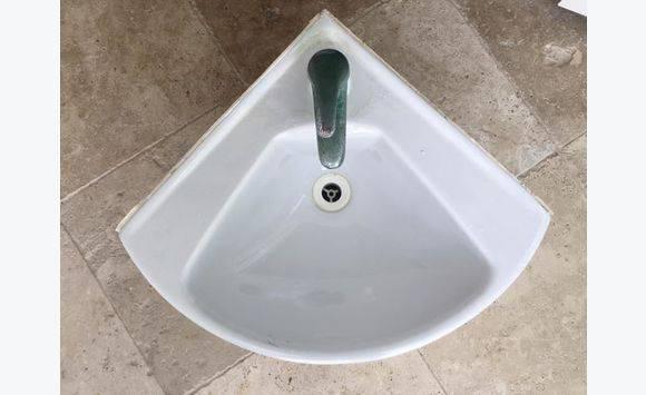 lavabo d 39 angle annonce bricolage jardinage cul de. Black Bedroom Furniture Sets. Home Design Ideas