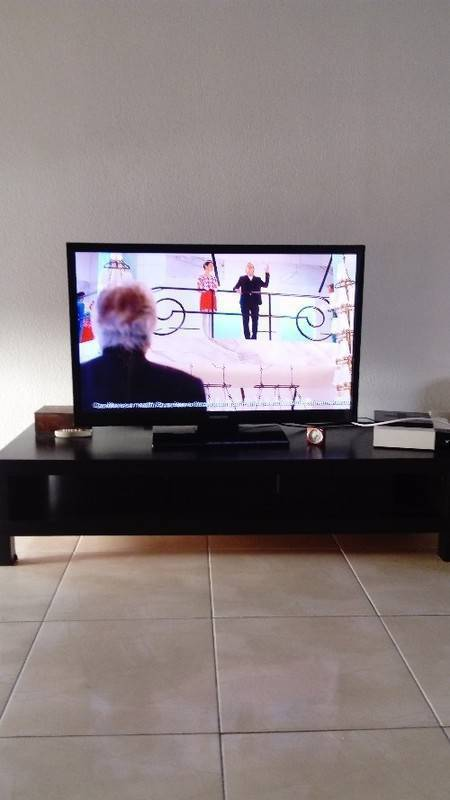 tv samsung plus meuble tv annonce image son saint martin. Black Bedroom Furniture Sets. Home Design Ideas