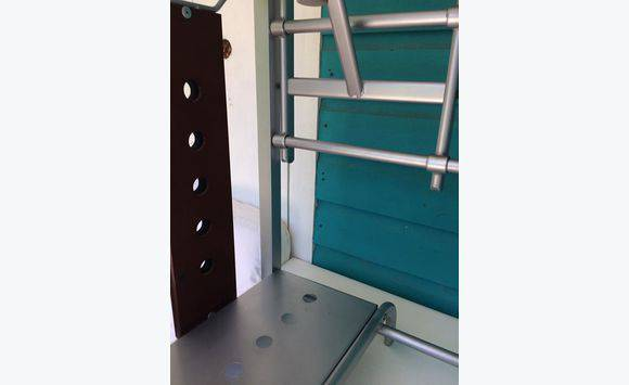 bureau en verre annonce meubles et d coration gustavia. Black Bedroom Furniture Sets. Home Design Ideas