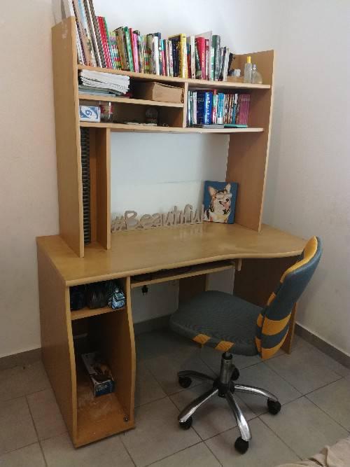 Bureau complet chaise roulette annonce meubles et for Meuble bureau roulette