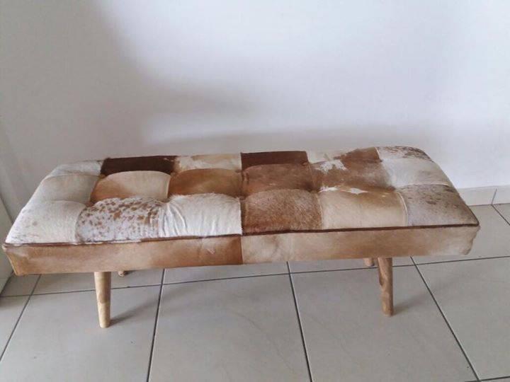 bout de lit peau de vache annonce meubles et d coration fort de france martinique. Black Bedroom Furniture Sets. Home Design Ideas
