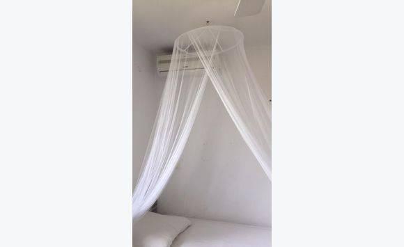 moustiquaire lit 1 ou 2 personne annonce meubles et d coration saint martin. Black Bedroom Furniture Sets. Home Design Ideas
