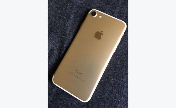 iphone 7 128gb gold and white classified ad. Black Bedroom Furniture Sets. Home Design Ideas