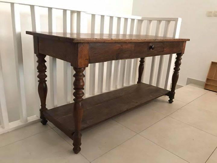 table drapier chene massif annonce meubles et d coration saint martin. Black Bedroom Furniture Sets. Home Design Ideas
