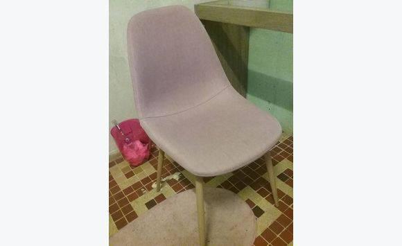 Bureau verre et bois chaise et tableau annonce meubles et