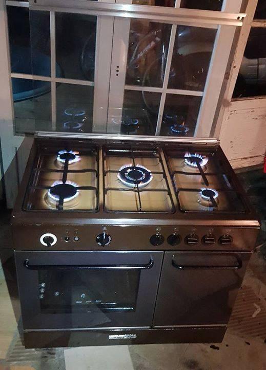 gaziniere 5 feux four grill de marque germania annonce lectrom nager l 39 entre deux la r union. Black Bedroom Furniture Sets. Home Design Ideas
