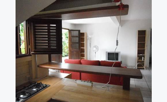 rez de jardin meubl sans vis vis annonce locations appartement le lamentin martinique cyphoma. Black Bedroom Furniture Sets. Home Design Ideas