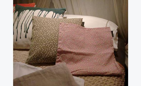 Rideaux coussins et couvertures annonce linge de for Linum linge de maison