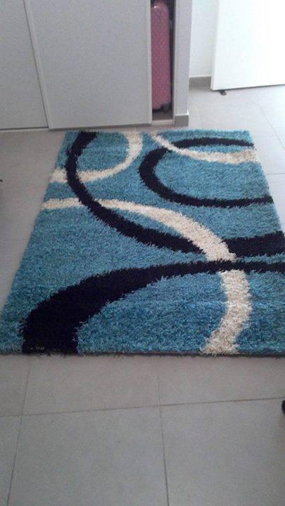 grand tapis bleu turquoise blanc et noir meubles et. Black Bedroom Furniture Sets. Home Design Ideas