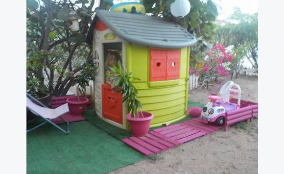 maisonnette enfant et toboggan annonce jeux jouets les jardins d orient bay saint martin. Black Bedroom Furniture Sets. Home Design Ideas