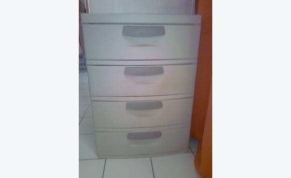 grande meuble plastique 4 tiroirs annonce meubles et. Black Bedroom Furniture Sets. Home Design Ideas