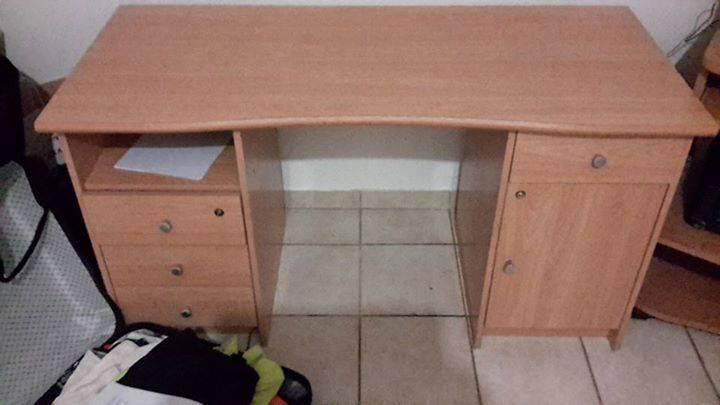 Bureau en pin annonce meubles et d coration grand case for Bureau martin