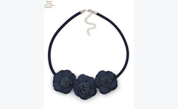 tour de cou annonce bijoux montres accessoires barbade. Black Bedroom Furniture Sets. Home Design Ideas